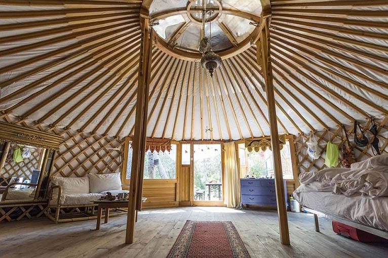Yurt glamping significato