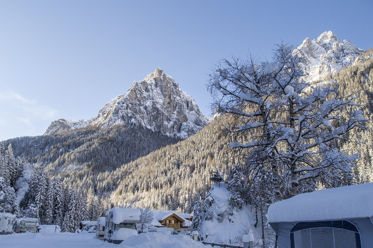 inverno al camping vidor neve
