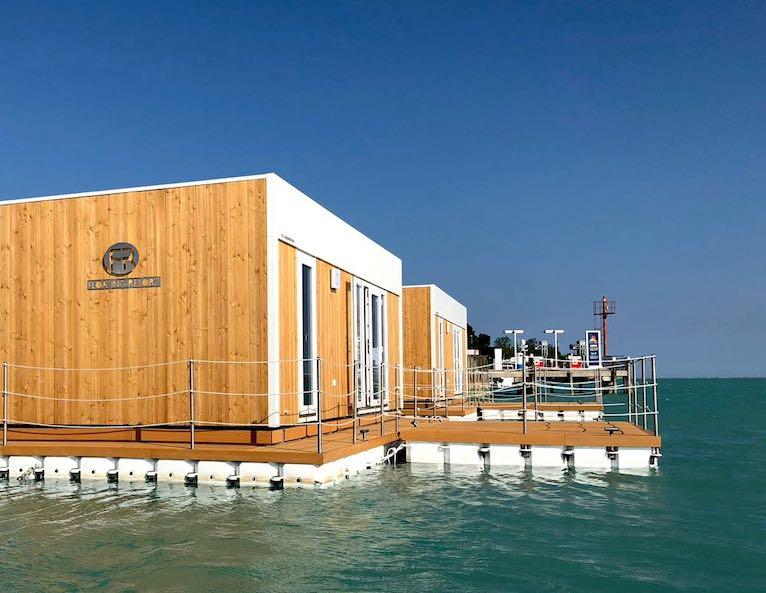 Floating Resort a Lignano Sabbiadoro: vivere il glamping sul mare