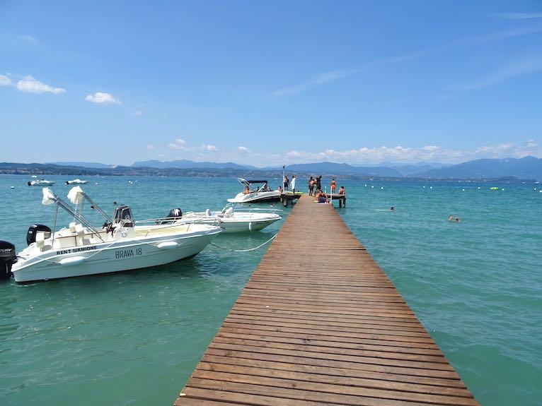 lago + barche attraccate bella